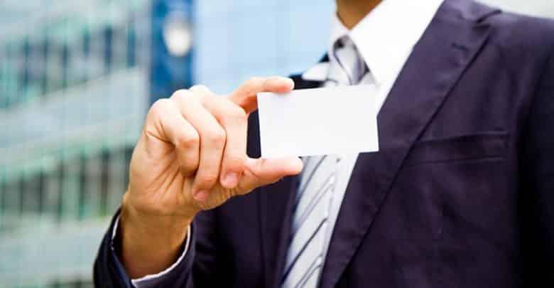 La carte de visite papier (traditionnelle) a-t-elle toujours un avenir ?