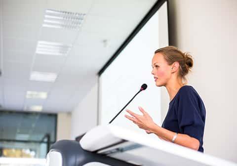 Comment faire pour animer une conférence ?