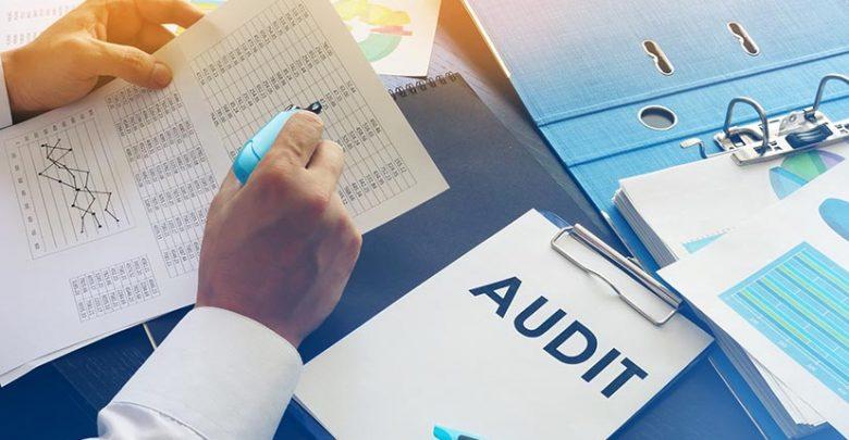 Comment effectuer un audit commercial d'une société avant son rachat ?