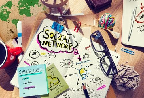Faut-il autoriser les réseaux sociaux au travail ?