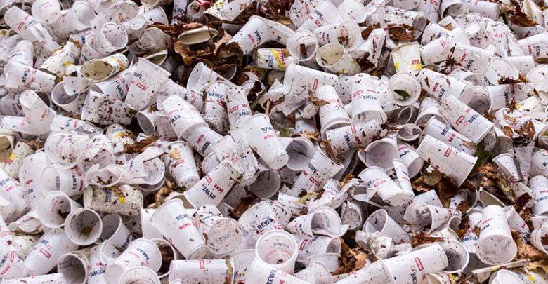 Des entreprises et marques s'opposent aux objets en plastique jetables