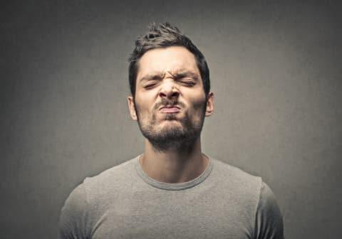 Comment dire à mon salarié qu'il sent mauvais de la bouche ?!