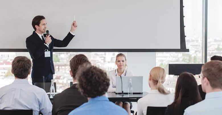 Neuf conseils pour devenir un bon orateur