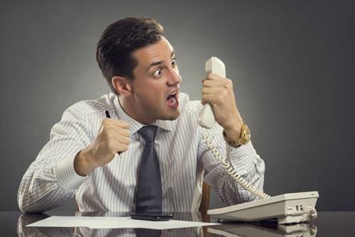 Comment gérer un interlocuteur désagréable au téléphone ?