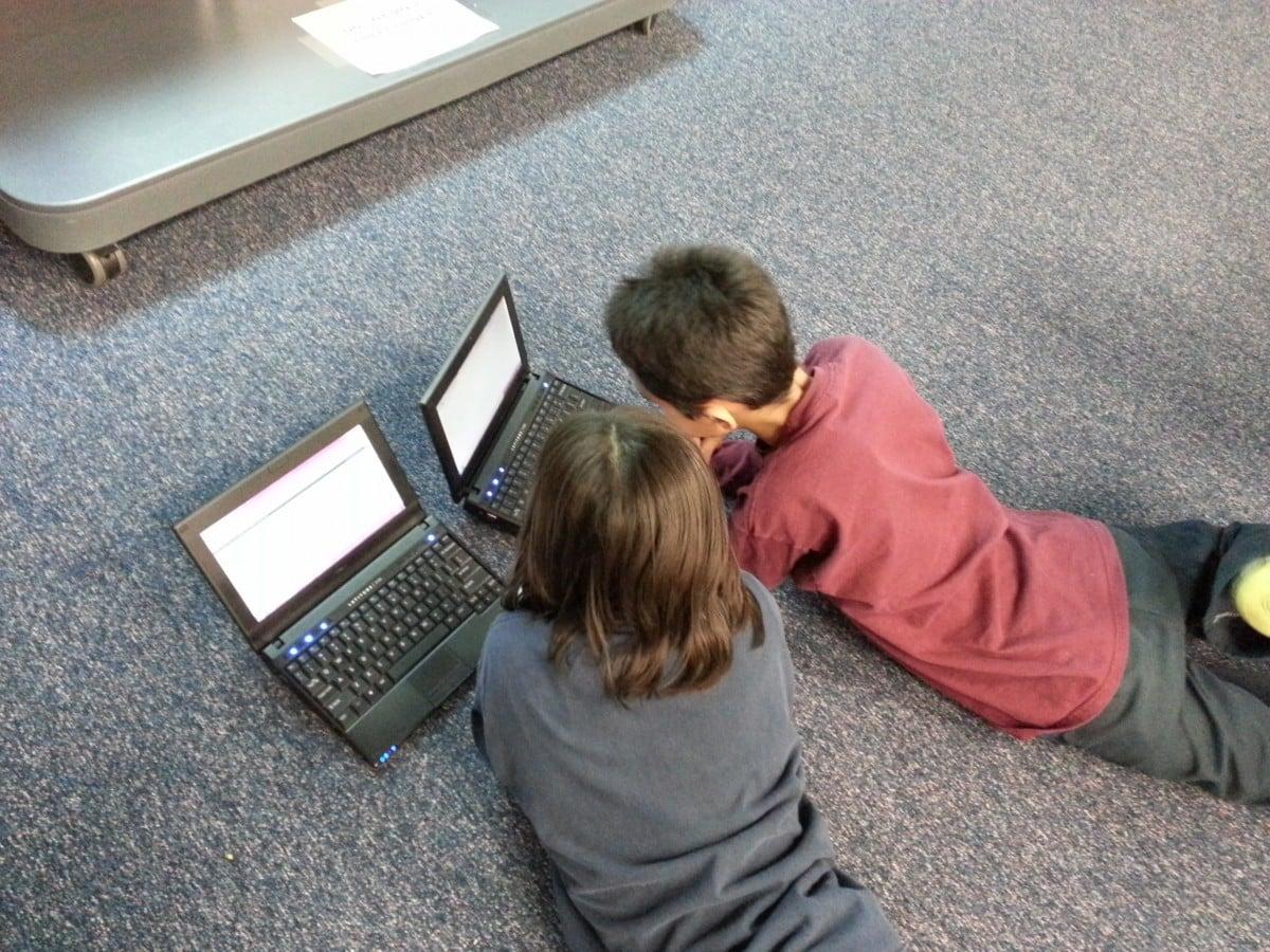 Comment surveiller l'activité en ligne de vos enfants du bureau ?