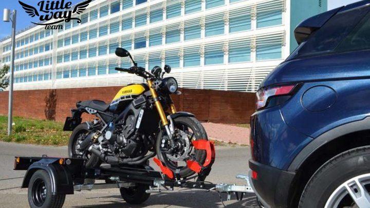 Comment voyager avec sa moto sur une remorque ?
