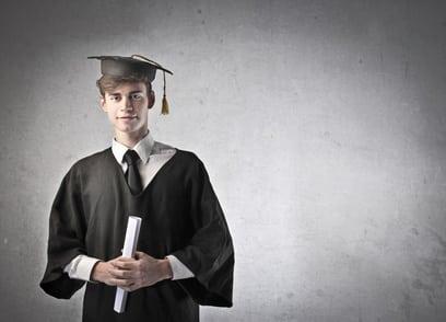 Les avantages de recruter un jeune diplômé
