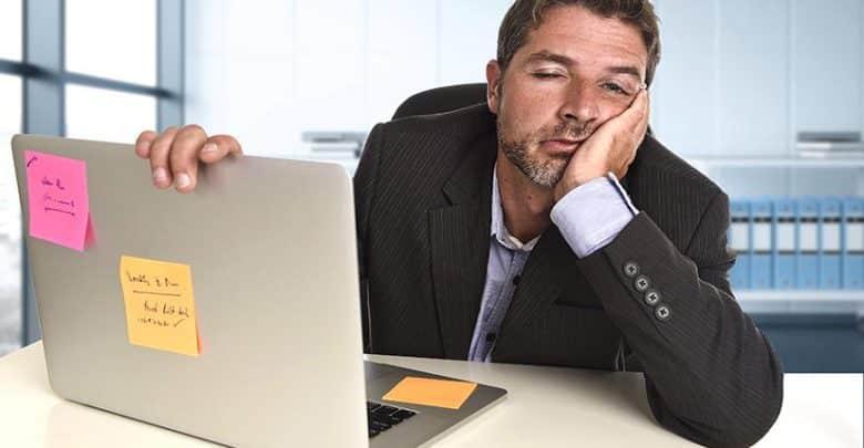 Procrastiner au travail : une habitude des Français