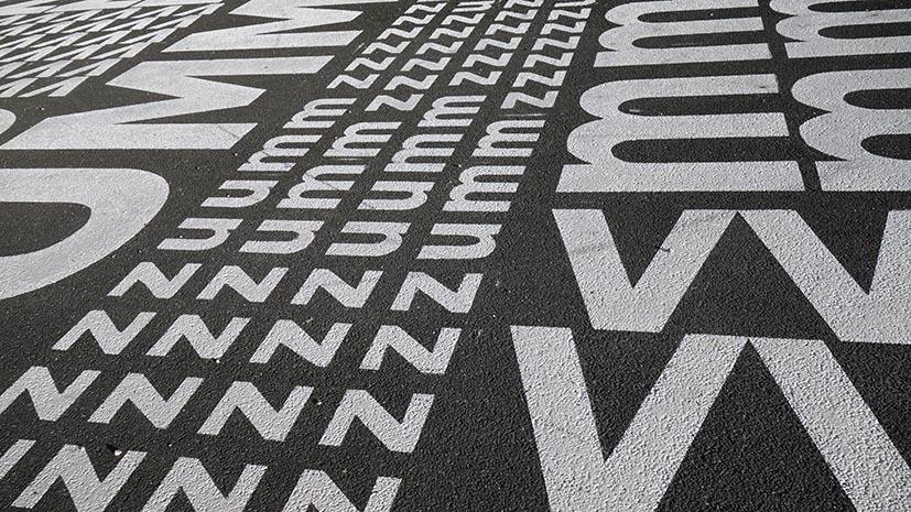 La publicité éphémère sur les trottoirs